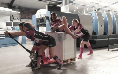 Les ravissantes joueuses du Vendee RUGBY Feminin s'inventent professionnelles de l'impression chez Offset 5